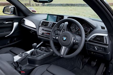 Bmw 2er Interieur by Bmw 2 Series Coupe 2014 Driving Performance Parkers