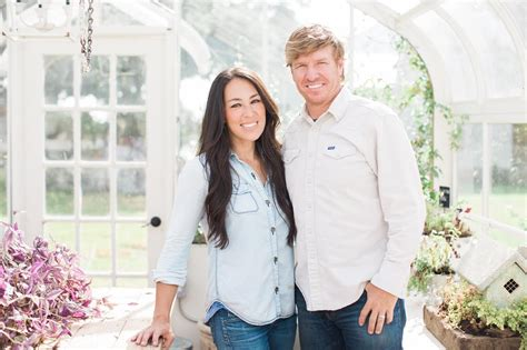 where does chip and joanna gaines live design challenge judges