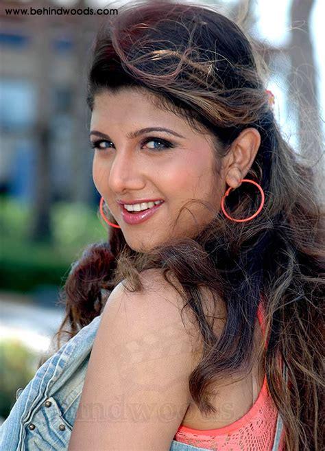 ramba images ramba behindwoods com actress ramba ullathai alli tha