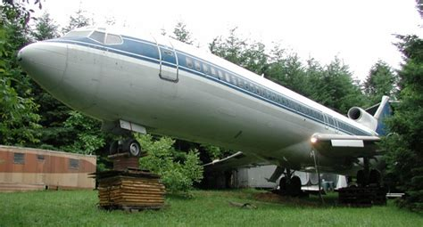 airplane house oregon man lives inside 727 airplane home in the middle of