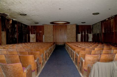 looking grave 12 spooky scary abandoned funeral homes