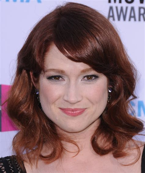ellie kemper hairstyle taaz hairstyles ellie kemper medium wavy casual hairstyle with side swept