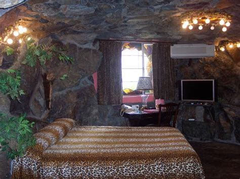 caveman room caveman room bathroom with waterfall in right corner picture of madonna inn san