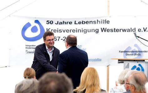 westerwald bank rengsdorf westerwald bank schenkt der lebenshilfe h 246 hn einen vw up