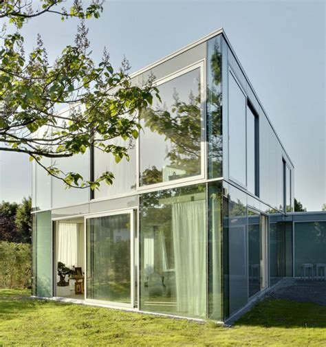 elegant glass house makes the most of a minimalist design
