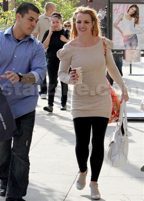 Britneys Back Hollyscoop by Former Bodyguard Blasts Singer For Child