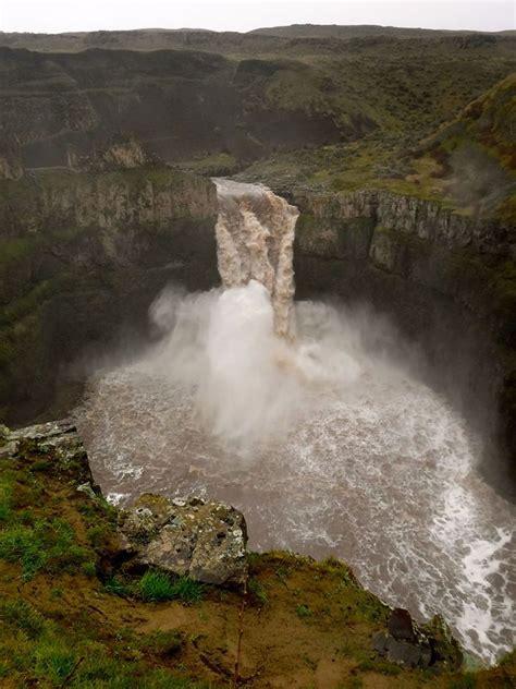 palouse falls roaring  flood stage waters