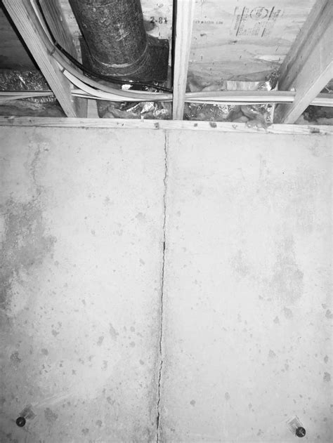 vertical cracks in basement walls vertical cracks in walls of house myriaconseil