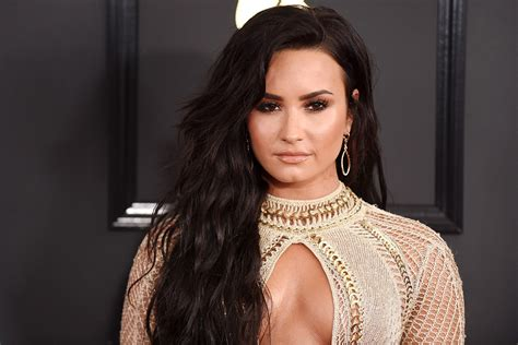 demi lovato grammy awards 2018 demi lovato s wardrobe malfunction at the grammys that no