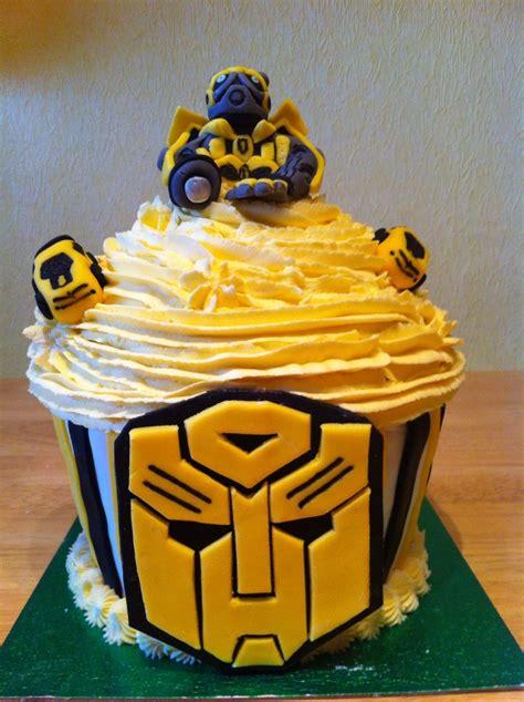 Cupcake Toppers Karakter Tema Bumblebee Transformers bumblebee transformer cupcake character cakes transformers cupcakes
