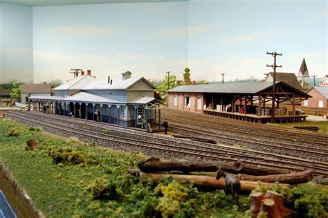 custom model railroads layouts and kits