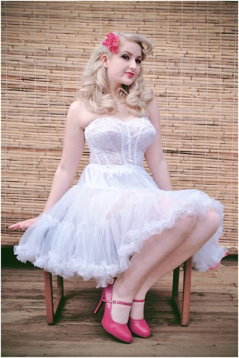 in petticoats on petticoats and petticoats and crinoline 1000 images about frilly petticoats on pinterest sexy