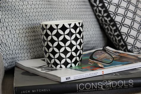 helpful tips to style your throw pillows belivindesign
