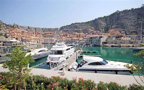 porto piccolo portopiccolo nekoč kamnolom danes luksuzno obmorsko