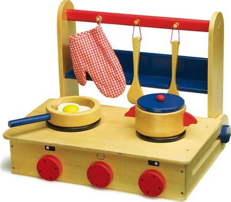 valise cuisine cuisini 232 re ou mini cuisine valise en bois pour enfant