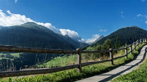 rustikale bäder der rustikale holzzaun foto bild landschaft berge