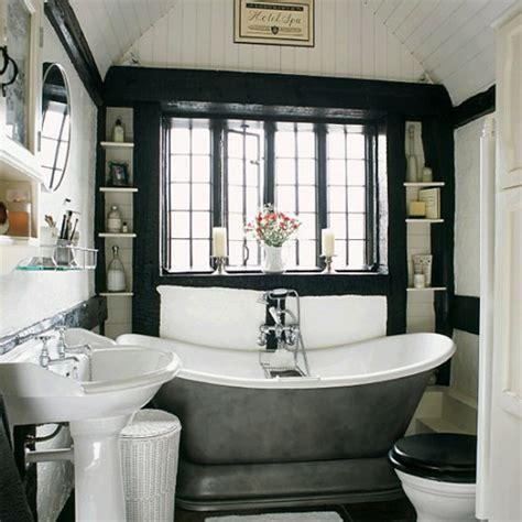 schwarze badewanne 33 dunkle badezimmer design ideen
