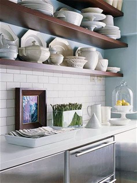 6 ways in which you can organize your dish plates
