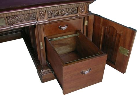 The Oval Office Desk Oval Office Resolute Desk