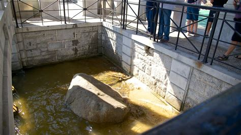 what of rock is plymouth rock plymouth rock in plymouth massachusetts expedia