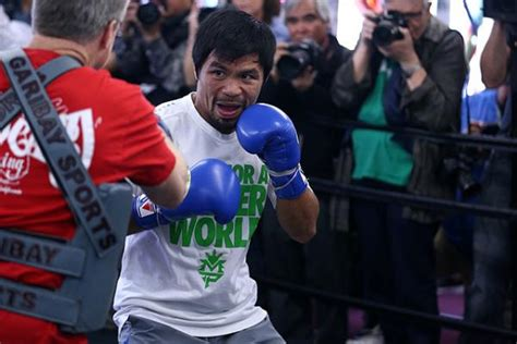 manny pacquiao bench press boxing news manny pacquiao sheds basketball criticisms