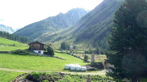 casere valle aurina vista sui monti della valle aurina ahrntal da casere