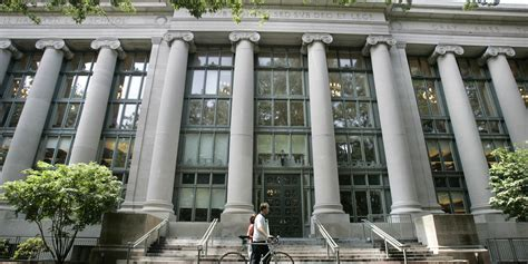 Who Earns More Harvard Mba Or Harvard Lawyer by Harvard Gave More Rights To Accused Students In Sexual