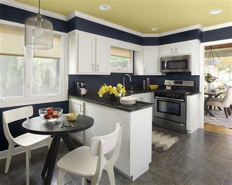 Blue Polka Piring Makan Hias tips desain dapur dan ruang makan jadi satu renovasi rumah net