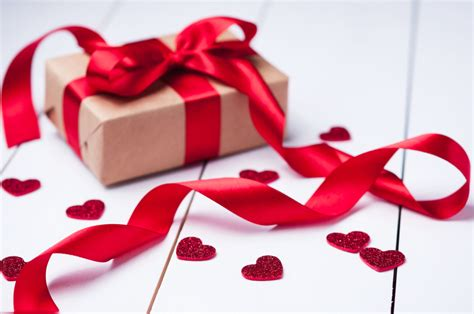 valentine day gift valentine s day gift guide for her cus life news for