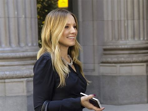 kristen bell house kristen bell returns tonight on house of lies
