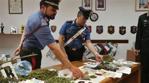 droghe in casa pusher italiano e ucraino arrestati dai carabinieri
