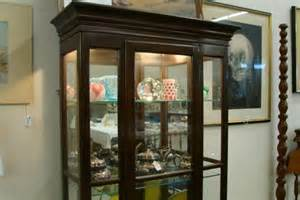 Contemporary Lighted Curio Cabinet 268 Ethan Allen Contemporary Lighted Curio Cabinet Lot 268