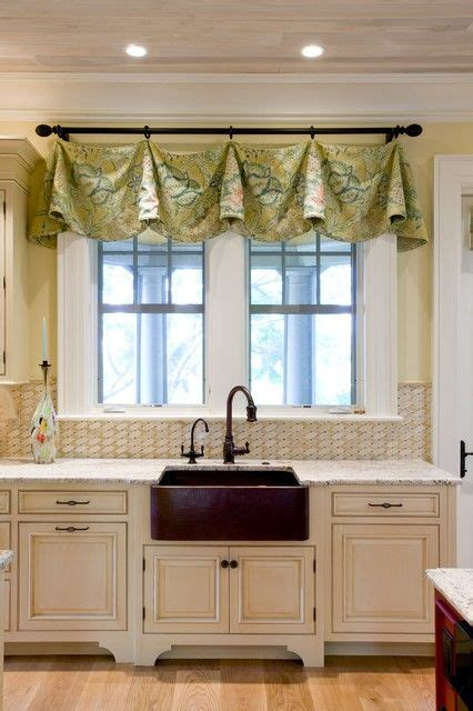 Kitchen Window Valances Ideas by 25 Best Ideas About Kitchen Window Treatments On