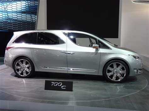 Chrysler 700 Horsepower by Chrysler 700c Concept Debuts At 2012 Detroit Auto Show