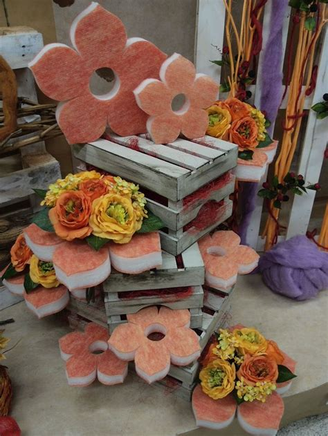 fiori in legno composizioni con cassette in legno e fiori di spugna