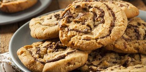 membuat kue kering kacang coklat resep dan cara membuat kue kering coklat kacang nikmat dan