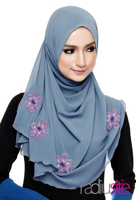 tutorial halfmoon qaira hijab radiusite shawl zora halfmoon shawl hijab pinterest
