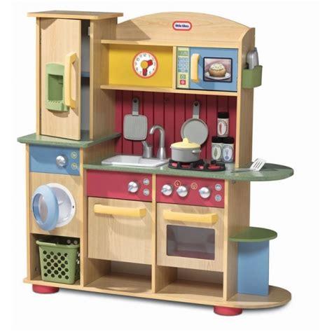 cucine giocattolo legno cucina giocattolo in legno premium by tikes