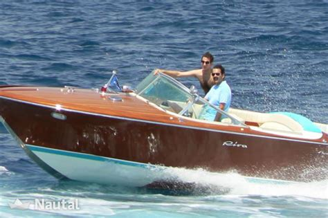 riva yacht noleggio noleggiare yacht riva aquarama a port pierre canto alpi