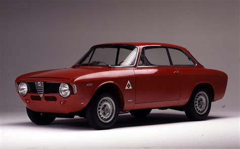 vintage alfa romeo giulia classic alfas we drive two 1960s iconsmotoring middle