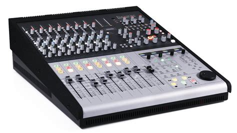 la table de mixage focusrite control2802 hybride