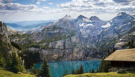 gambar pemandangan alam danau  indah