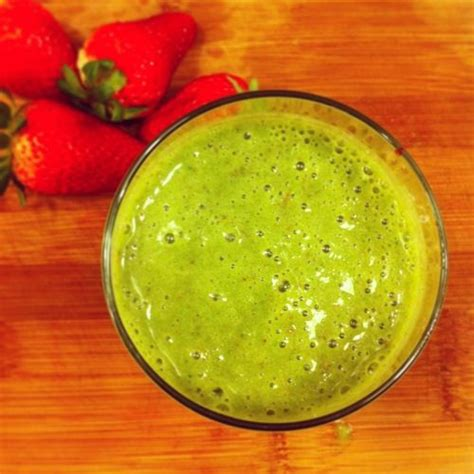 Kale Cucumber Detox Smoothie by Green Detox Smoothie With Spinach Strawberries