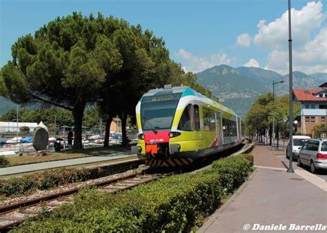viaggia mobile treno cambia il passeggero di trenord in lombardia si viaggia