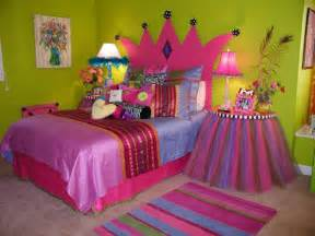 princesse couronne d 233 coration pour chambre des filles cum amenajezi un dormitor la mansarda pentru fete idei si