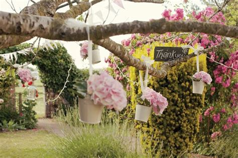 how to create a country garden theme for your wedding day