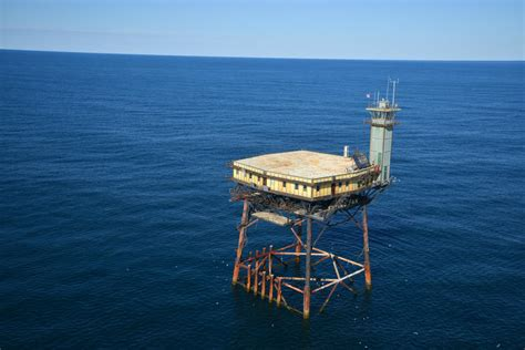Frying Pan Tower Bed And Breakfast by What S It Like To Ride Out A Hurricane On A Tower In The