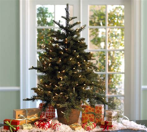 decorating christmas tree holiday decorating 2010 by pottery barn digsdigs