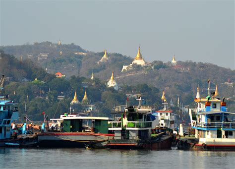 myanmar boat bagan to mandalay by boat early morning irrawaddy river