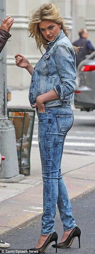 7 Denim Related Fashion Faux Pas by Kate Upton Keeps Curvy Figure Wraps For Photo Shoot